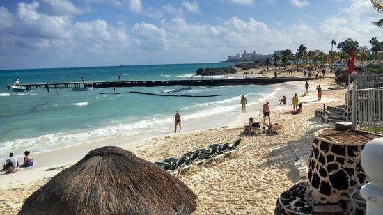 Hotel Riu Caribe: Caribe beach left of pier and palace peninsula beach past the pier