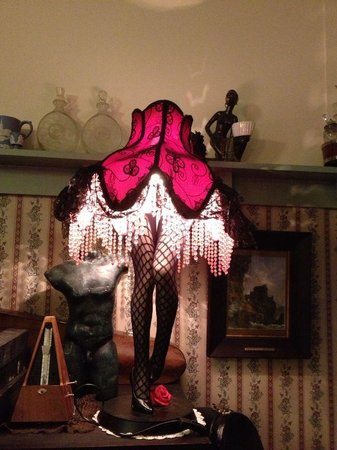 Sirens Bed And Breakfast : Lamp