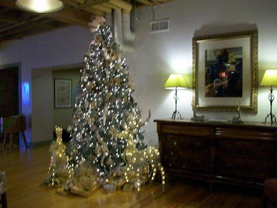 Brookstown Inn : Christmas Tree in the Lobby - simply Beautiful
