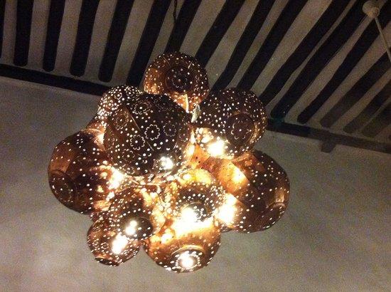 El Meson del Marques : Uma das belas luminárias do restaurante