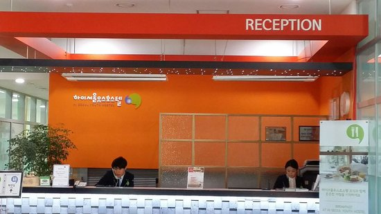 Hi Seoul Youth Hostel: Poor services by the reception