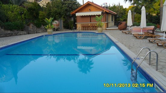 Hotel Bellapais Gardens: pool area