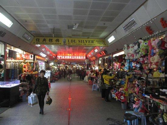 华盖山人防商业步行街