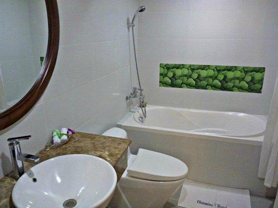 Hanoi Charming 2 Hotel: Bathroom.