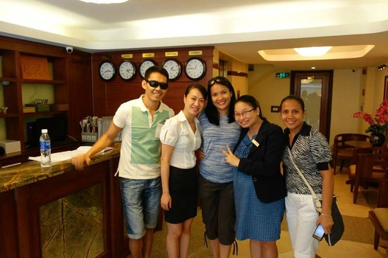 Hanoi Charming 2 Hotel: Our Vietnamese sisters!