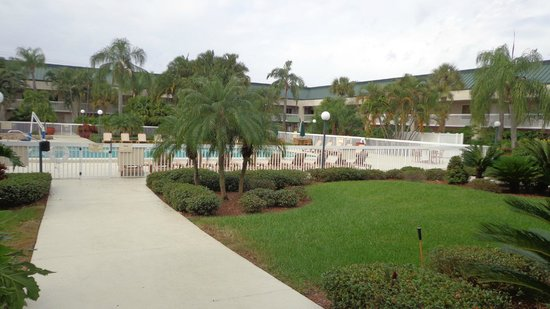 Hampton Inn Clearwater Central: Courtyard Pic 4