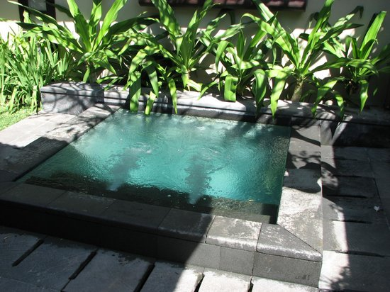 Uma Sapna : You do the Math. Indonesian temperatures and a cool soaker pool awaits.