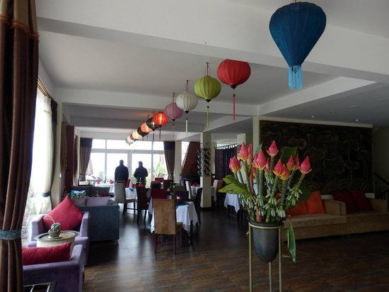 H'Mong Sapa Hotel: Restaurant and foyer