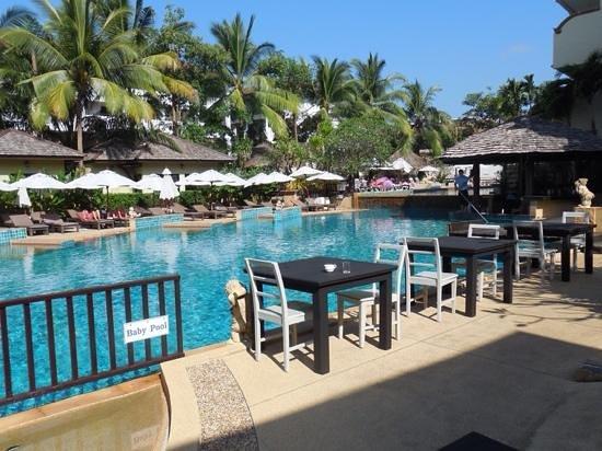 Krabi La Playa Resort: le petit dejeuner au bord de la piscine