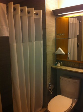 The Jewel facing Rockefeller Center : banheiro