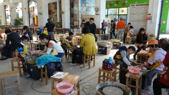 Nanfeng Ancient Kiln: Make your own pottery if you like