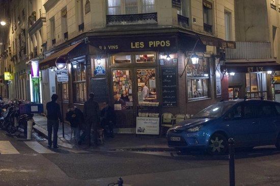 Les Pipos At Night