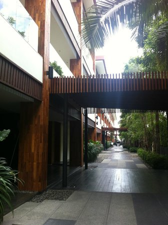 Cape Nidhra Hotel : The walk way to the beach