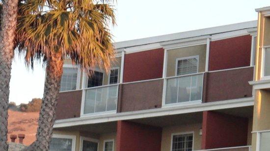 SeaCrest OceanFront Hotel : Varanda sobre o mar