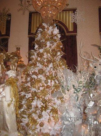 Salvatore's Garden Place Hotel, an Ascend Hotel Collection Member: El Savadore Restaurant Decoration