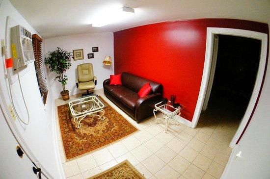 Auberge NOLA Hostel: Private Apartment Living Room