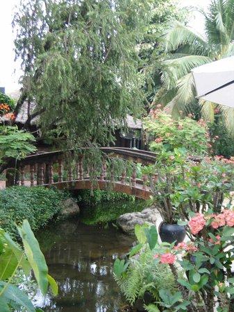 Khemara Angkor Hotel & Spa : GARDENS