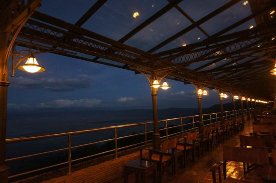 Ngorongoro Wildlife Lodge: Observation Deck as it gets dark