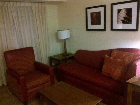 Residence Inn Houston Northwest/Willowbrook: Couch and sitting area