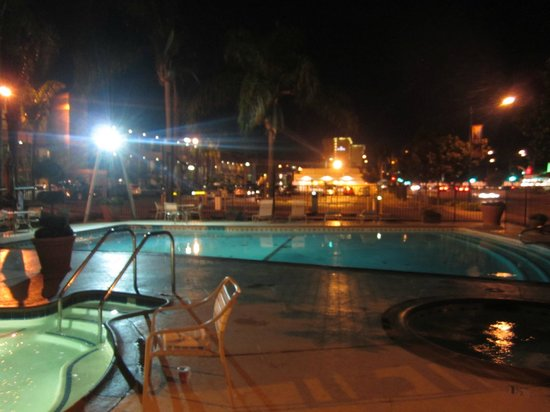 BEST WESTERN PLUS Stovall's Inn: pool area at night