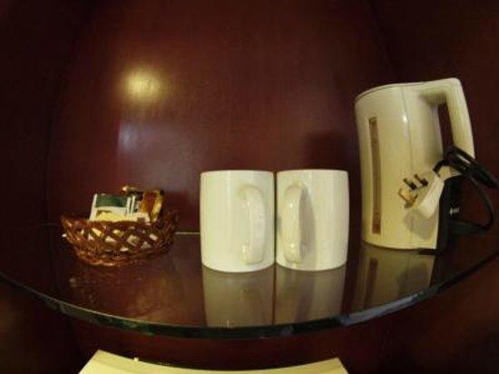 Hotel Shangri-La Kota Kinabalu: 湯沸かし器
