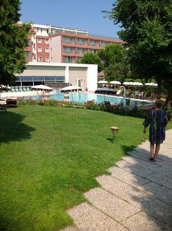 Hotel Mioni Pezzato : Территория отеля