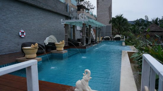 Dhevan Dara Resort & Spa Hotel: Pool