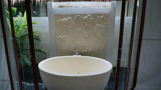 Dhevan Dara Resort & Spa Hotel: Outdoor Bathroom