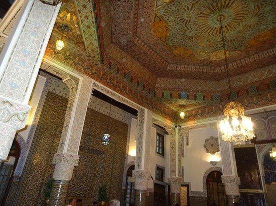 Restaurant al Fassia : Ornate ceiling