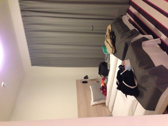 Citybox Oslo : Clean and comfortable room. Massive windows!