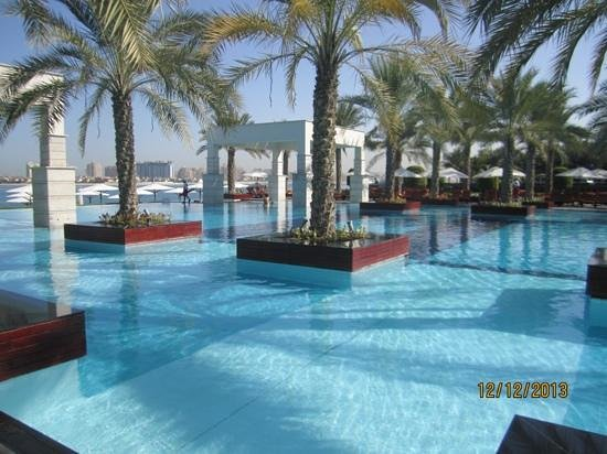 Jumeirah Zabeel Saray: pool side