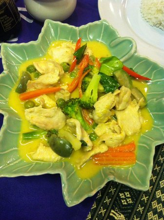 Na Na Place: Chicken green curry