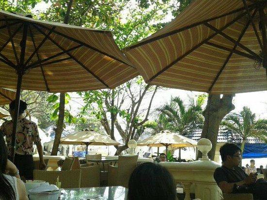 Lan Rung Beach Resort & Spa: View from terrace restaurant area