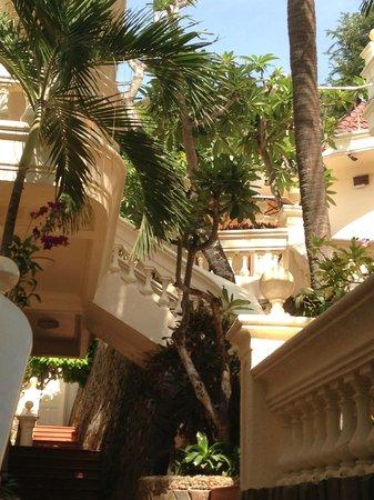 Lan Rung Beach Resort & Spa: Stairs!