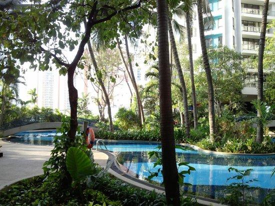 Chatrium Residence Sathon Bangkok : Hotel Pool