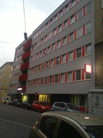 MEININGER Hotel Wien Downtown Sissi: Здание отеля