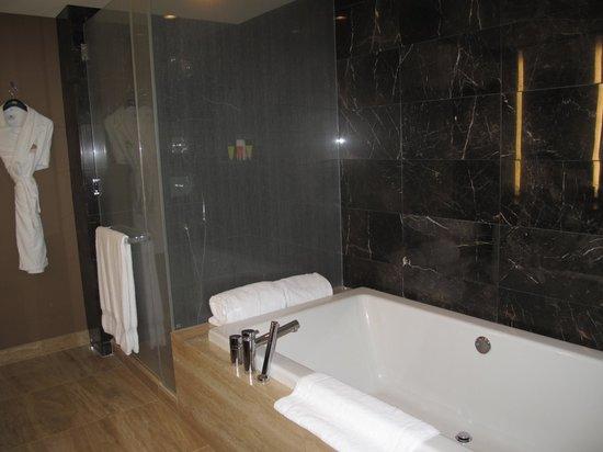 Mandarin Oriental, Las Vegas: Huge bathtub