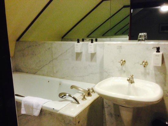 Scandic Kramer: Very dated bathroom