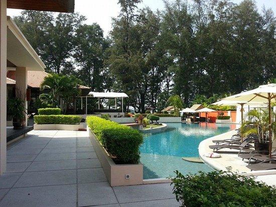 Dewa Phuket Resort Nai Yang Beach: Pool at the Bamboo Bar