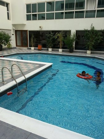 London Crown 1 Hotel Apartments : Small but Nice Pool..