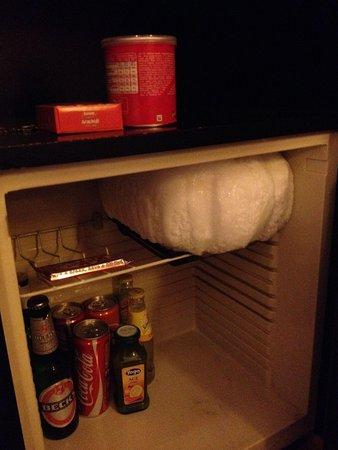 Hotel Rex: iceberg nel frigobar..