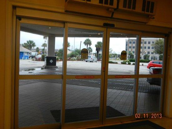 I-Drive Grand Resort & Suites : Vista entrada do hotel