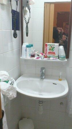 "Hotel Vivienne: ""Bathroom"" again"