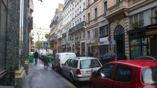 Hotel Vivienne: Across Rue Vivienne looking toward Grands Boulevards
