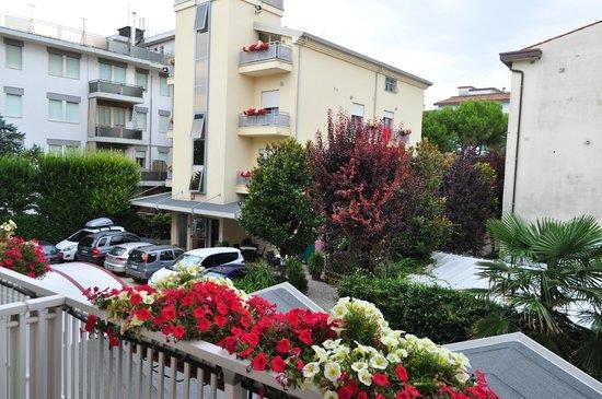 Imperia Hotel: Вид с балкона