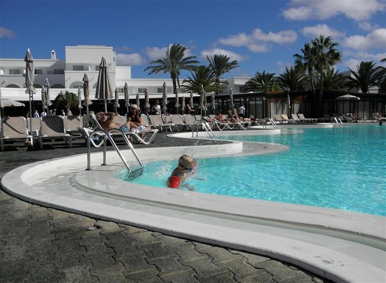 Relaxia Olivina: Hotellets opvarmede pool