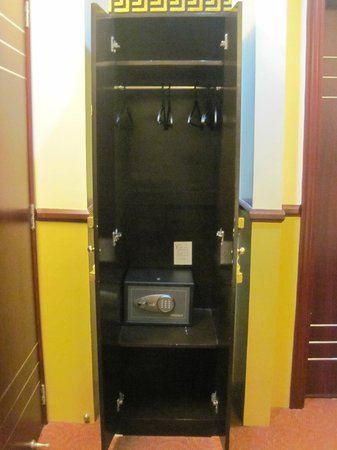 Manila Crown Palace Hotel : The cabinet and the safe box