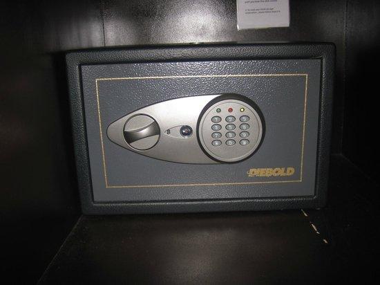 Manila Crown Palace Hotel : The safe box