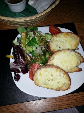 Sizzling Stone: Garlic bread with cheese