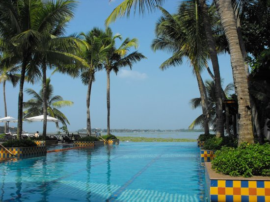 Vivanta by Taj - Malabar: Infinity pool